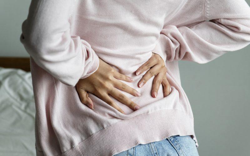 食べ 過ぎ 背中 痛い