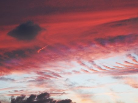 大地震の前兆!?関東で震度4,地震雲や前震ではないかという不安の声 ...